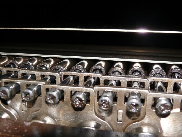 MDF-plaatide tootmisliini keti- ja rullvardasüsteem (väga puhas tänu Belt Lube'ile)
