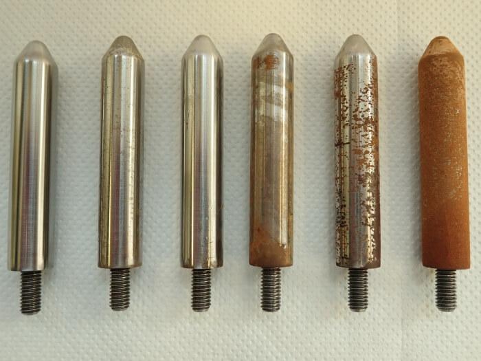 Terase korrosiooniastmed testvarrastel, õli hea õhu ja vee eraldusvõime minimeerivad korrosiooni